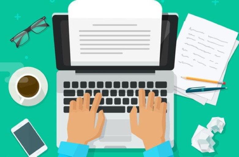 Brief auf Laptop schreiben