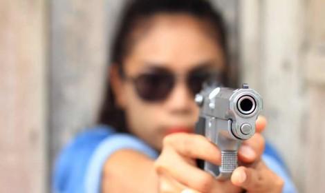 Doppelmoral im Textvergleich: Gewalt